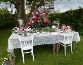 Aangeklede tafel in de vintage stijl